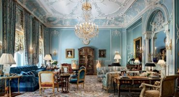 Fabulous Rococo style living room design with soft blue color